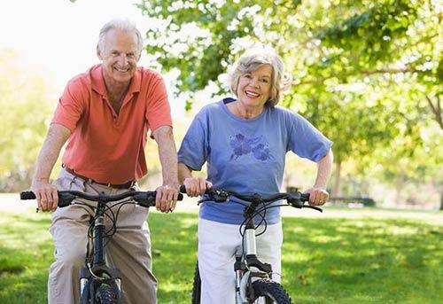 Зависимость возраста супругов и долголетия