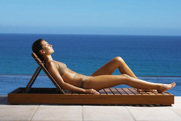 Что опаснее: 2 недели на солнце во время отпуска или постоянное пребывание на солнце?
