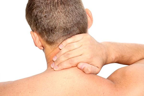 Как проявляется шейный остеохондроз