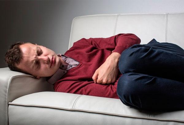 каковы причины неприятного запаха изо рта