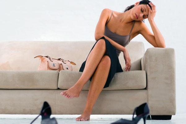 Если тянет ногу это может болеть спина