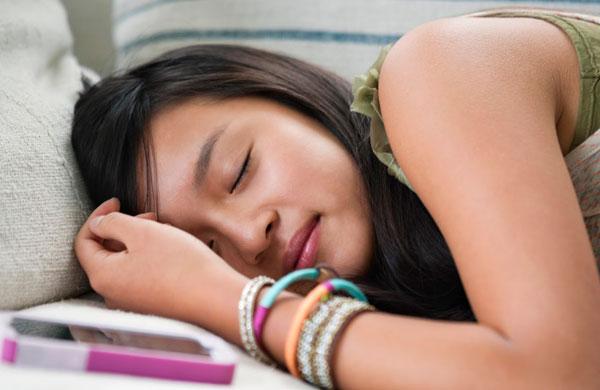 Плохо ли спать рядом с мобильным телефоном