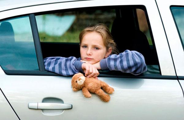 Ребенка укачивает в транспорте: причины, симптомы, советы
