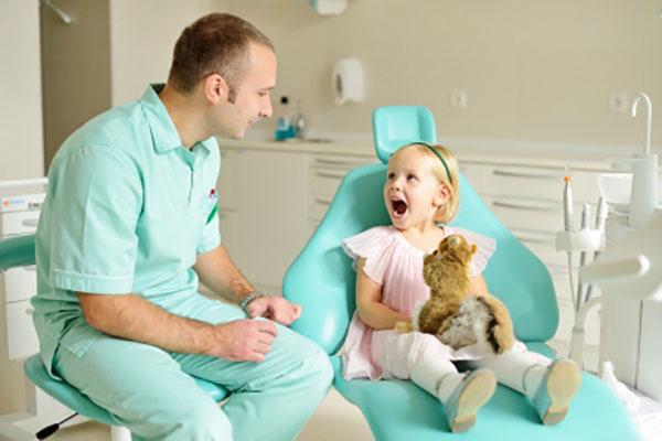 С какими проблемами приходят к детскому стоматологу