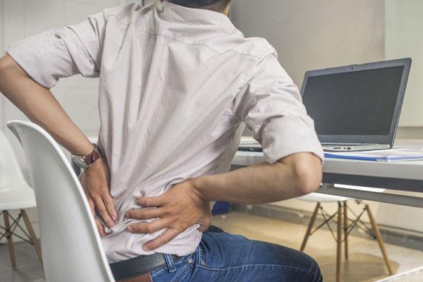 Как помочь больной спине