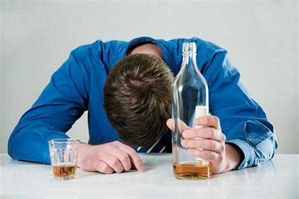 Алкогольная зависимость – факторы возникновения, пути избавления