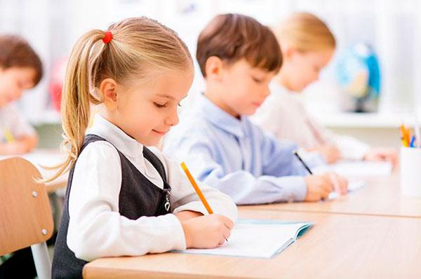 Как уберечь ребёнка от сколиоза и плоскостопия
