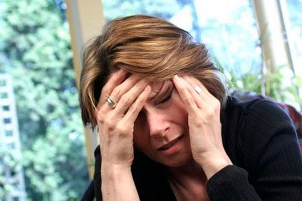 migren-u-zhenshhin-prichiny-simptomy-i-lechenie