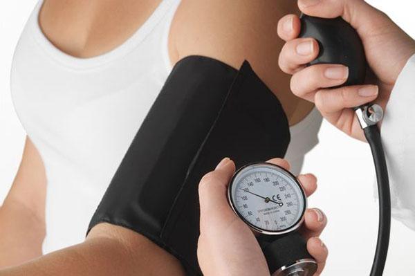 Как понизить давление: диеты, травы, лекарства