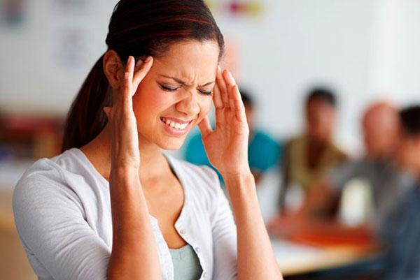 4 типа продуктов, которых не стоит употреблять при мигрени