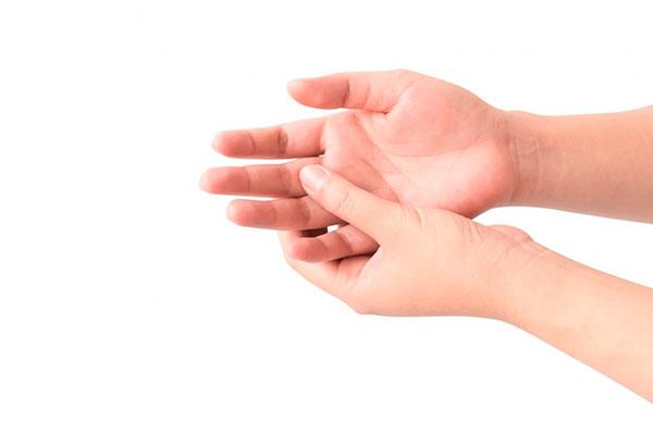 Что делать, если нарывает палец