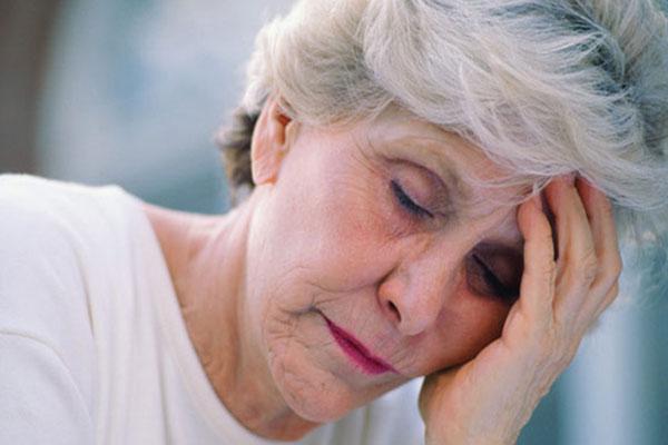 Как быстро распознать признаки инсульта у женщины