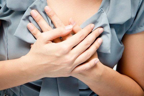 Почему болит грудь у женщин?