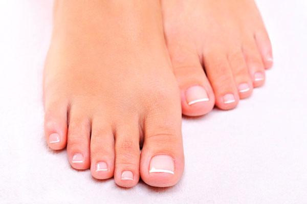 Как устранить грибок между пальцами ног?