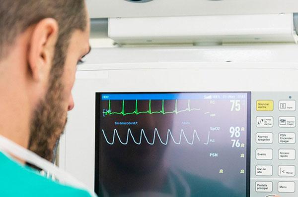 Когда нужно обратиться к кардиологу: 7 тревожных симптомов